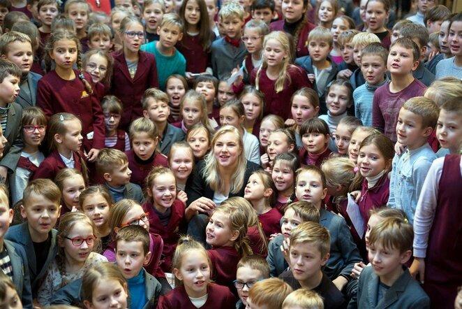 Rūta Meilutytė su vaikais   Organizatorių nuotr.