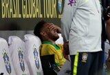 Traumą draugiškose rungtynėse patyręs Neymaras aikštę paliko tik su medikų pagalba