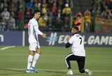 Pamatykite: į aikštę Vilniuje įsiveržęs gerbėjas sulaukė gražaus C.Ronaldo gesto