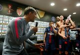 """Pamatykite: pergalę šventęs Paryžiaus PSG treneris T.Tuchelis užtraukė megahitą """"Happy"""""""