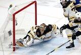 """Įspūdingai vartus saugojęs T.Raskas nulėmė """"Bruins"""" pergalę ir išplėšė septintąsias Stenlio taurės finalo rungtynes"""