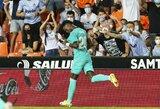 """2 įvarčius per dvi minutes rungtynių pabaigoje pelnęs """"Real"""" įveikė """"Valencia"""" futbolininkus"""