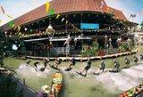 Pamatykite: vandenlenčių aso D.Guhrso triukai ant vandens saulėtame Bankoke