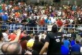 Pamatykite: Venesuelos krepšinio lygos finale chuliganišką sirgalių elgesį tramdė ne tik policijos pareigūnai, bet ir žaidėjai