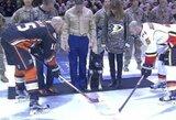Specialiųjų pajėgų šuo Kapralas Nero buvo pagerbtas NHL rungtynėse