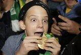 """Fantastiškas """"All Blacks"""" žaidėjo poelgis: apsauginio pargriautam berniukui S.B.Williamsas padovanojo aukso medalį"""