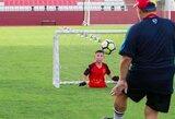 Įkvėpimas futbolo pasauliui: internete sklinda bekojo berniuko nuotraukos su futbolininkais