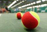 Jaunojo tenisininko kelias į aukštumas klojamas spalvotais kamuoliukais