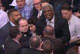 """Apsauginius stumdžiusiam Ch.Oakley uždrausta įžengti į """"Knicks""""  areną"""