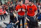 Broliai Lavrinovičiai Kinijoje: nuo interviu su Honkongo televizija iki anglimi išteptų veidų