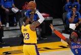 """L.Jamesas atliko trigubą dublį, """"Lakers"""" vėl laimėjo po pratęsimo"""