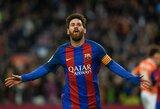 """Kova dėl """"Auksinio batelio"""": L.Messi ant kulnų lipa B.Dostas"""