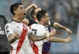 """Karštas """"Copa Libertadores"""" pusfinalis: pergalingas įvartis paskutinę akimirką, kortelių lietus, policijos įsikišimas ir net 14 prie rungtynių pridėtų minučių"""