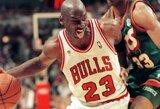 Už solidžią sumą aukcione parduotas krepšinio lankas, į kurį pergalingą finalo serijos metimą pataikė M.Jordanas