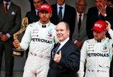 L.Hamiltonas ir M.Verstappenas pakomentavo susidūrimą lenktynių pabaigoje