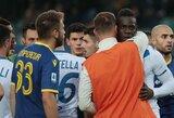 Pamatykite: rasistinius užgauliojimus patyręs M.Balotelli nuspyrė kamuolį į varžovų fanų tribūną ir norėjo palikti aikštę