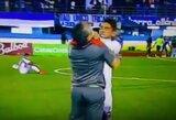 Pakeistas futbolininkas stvėrė treneriui už gerklės