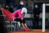 """J.Ostapenko netikėtai baigė pasirodymą """"Roland Garros"""" turnyre, jos varžovė nesulaikė ašarų"""