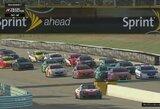 Dvejas lenktynes laimėjęs K.van der Linde sumažino atsilikimą iki M.Verstappeno