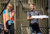 """V.Musvydaitei gimtadienio tortą """"Velomaratone"""" įteikė profesionalų lenktynes laimėjęs T. Vaitkus"""