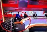 Pasisekė, kad liko gyvas: ant futbolo žurnalisto laidos metu užgriuvo studijos dalis