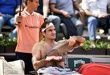 """Dėl lietaus ir žaibo stabdytame """"Roland Garros"""" ketvirtfinalyje – R.Federerio ir R.Nadalio pergalės"""