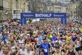 Kai visas pasaulis užsidaro ir saugojasi nuo koronaviruso, Anglijoje tūkstančiai žmonių dalyvauja pusmaratonyje