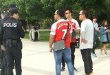 """Pamatykite: H.Mkhitaryano marškinėliais pasipuošusius """"Arsenal"""" fanus sustabdė Azerbaidžano policijos pareigūnai"""