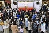 Tūkstančiai japonų plūsta pamatyti olimpinę liepsną, organizatoriai pradėjo svarstyti apie Tokijo olimpinių žaidynių atidėjimą