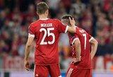 """""""Bundesligos"""" finišas: """"Bayern"""" kapituliavo prieš """"Stuttgart"""", """"Wolfsburg"""" žais pereinamąsias rungtynes, Hamburge rungtynes nutraukė sirgaliai"""