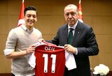 """Prieš čempionatą su M.Ozilu ir I.Gundoganu fotografavęsis Turkijos prezidentas įniršęs: """"Nebenoriu su jais turėti nieko bendra"""""""