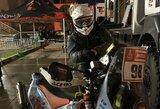 Į dviejų dienų maratoną motociklininkas B.Bardauskas išskubėjo merkiant lietui