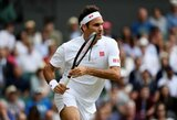 Teniso gerbėja Vimbldone buvo gaivinama valandą, R.Federeris pratęsė sėkmingą žygį