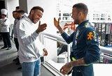"""D.Alvesas užstojo Neymarą: """"Kartais žmonės vertina jo veiklą už aikštės ribų, o ne futbolą, kuriame jis visada parodo rezultatus"""""""