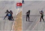 Pamatykite: J.Martinezas lenktynių metu užšoko ant varžovo motociklo ir pasiuntė jį į nokdauną