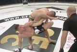 Šiurpu: kovotojas vis dar bandė priešintis, nors jo ranka buvo išsukta į kitą pusę