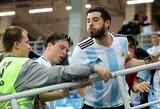 Argentinos sirgaliai po trečiojo Kroatijos rinktinės įvarčio sužeidė J.Sampaoli mesdami į jį butelį vandens
