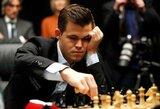 Pasaulio šachmatų čempionato finalas Londone prasidėjo 7 valandų partija ir iššvaistytomis M.Carlseno progomis