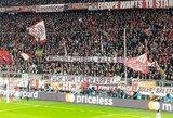 """UEFA nubaudė """"Bayern"""" dėl fanų iškeltų """"Velniop VAR"""" plakatų"""