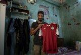 Skaudžios koronaviruso pasekmės: Egipto futbolininkas tapo statybininku ir gatvės prekeiviu, jog galėtų išlaikyti šeimą