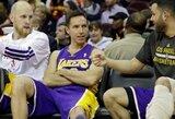 """""""Lakers"""" nesėkmių seriją nutraukė Klivlende, nors paskutines pustrečios minutės nebeturėjo penkių galinčių žaisti krepšininkų"""