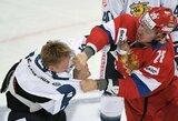 Muštynėmis paženklintose rungtynėse suomiai įveikė Rusijos ledo ritulio rinktinę