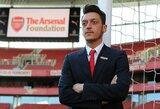 """M.Ozilas ir dar 2 """"Arsenal"""" futbolininkai atsisakė susimažinti atlyginimą"""