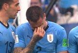 G.Neville'as sukritikavo rungtynių metu apsiašarojusį urugvajietį