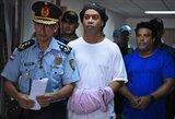 Veltui laiko neleidžia: Ronaldinho sublizgėjo kalėjimo futbolo turnyre