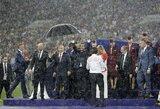 Pagyrų dėl pasaulio čempionato sulaukusi Rusija paslydo pačioje pabaigoje: pasaulis juokiasi iš vienintelio skėčio, skirto V.Putinui