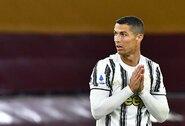 C.Ronaldo sėdėjimą ant suolo stebėję korėjiečiai laimėjo teismą – gaus po 45 JAV dolerius