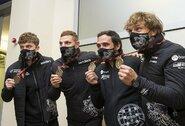 Sugrįžo Dakaro lietuviai: A.Juknevičius kalbėjo apie naujo automobilio būtinybę, A.Gelažninkas džiaugėsi galimybe populiarinti motociklų sportą, o B.Vanagas įvertino naują automobilį