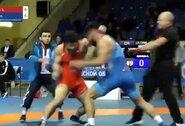 Rusijos imtynininkai pamiršo, kokioje sporto šakoje kovoja: paleido kumščius į darbą