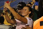 Futbolininkei už krūtinės griebusiam fanui siūloma diskvalifikacija iki gyvos galvos